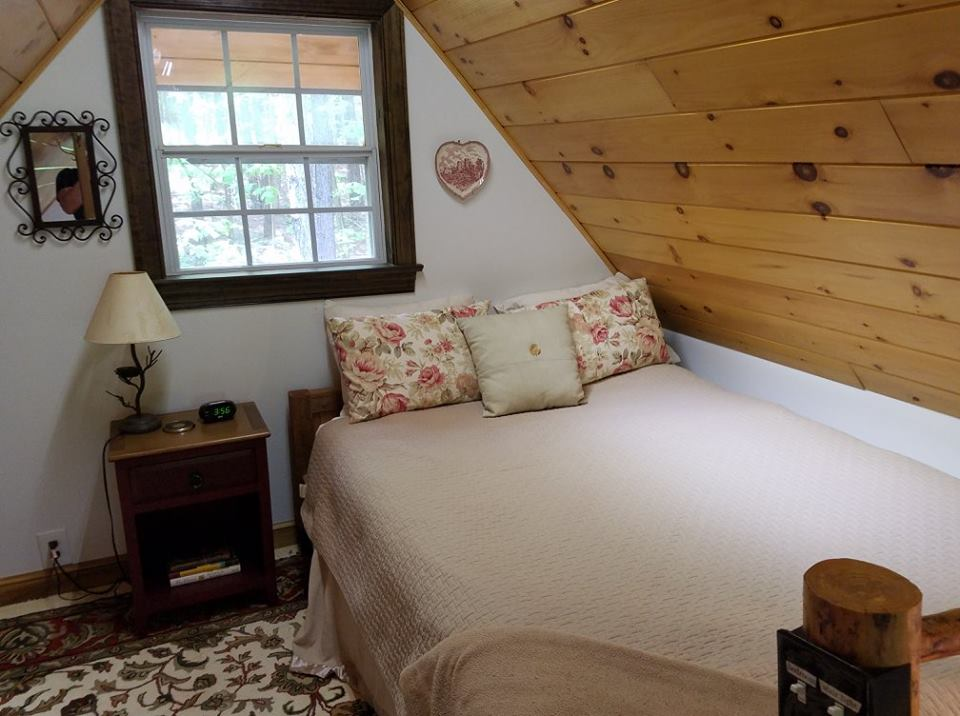 Cottage loft bedroom queen
